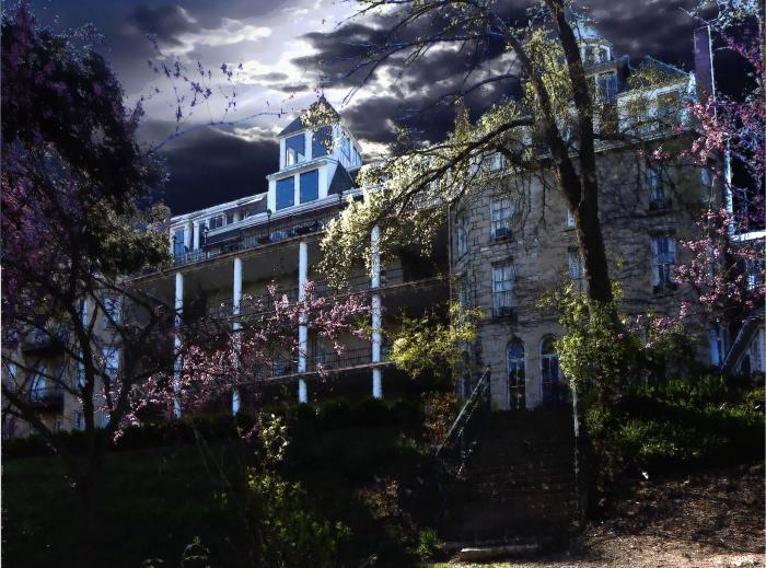 13 Historic Haunted Hotels