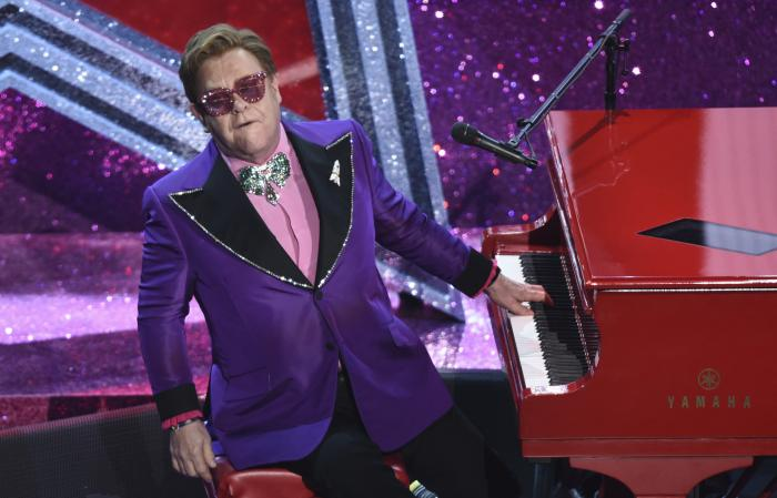 "Elton John performs ""(I'm Gonna) Love Me Again"" nominated for the award for best original song from ""Rocketman"" at the Oscars."