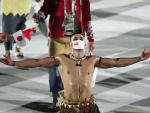 Watch: Tonga's Oiled Flag Bearer Returns in Tokyo 2020 Olympic Ceremony